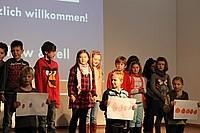 Kinder führen etwas auf Die Schüler der KWS begeistern mit ihren Auftritten bei Show and Tell