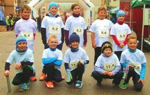 Gruppenfoto Schüler der KWS nehmen am Spendenlauf teil