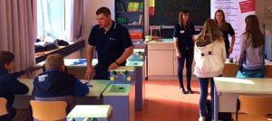 Schüler präsentieren das Fach Chemie