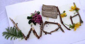 """Bild aus natürlichen Ressourcen Schüler legen das Wort """"Wald"""""""