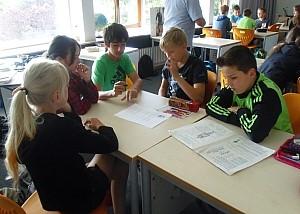 Schüler im Klassnzimmer Schüler der KWS wähgrend dem Unterricht