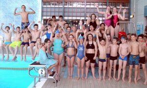 Gruppenfoto Schwimmbad Schüler bei Jugend trainiert im Aquasol