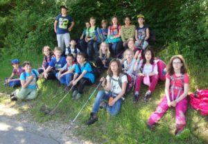 Gruppenfoto Schüler der KWS machen eine lange Wanderung
