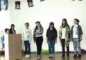 Schüler auf Bühne Schüler der KWS begeistern mit ihren Auftritten bei Show and Tell