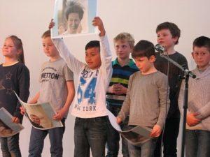 Schüler auf der Bühne Die Schüler der KWS begeistern mit ihren Auftritten bei Show and Tell