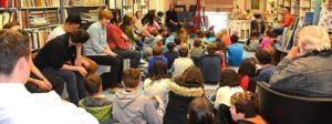 Schüler in Buchhandlung Schüler der KWS machen einen Ausflug in die Buchhandlung Klein in Rottweil