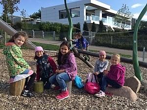 Schüler auf einem Ausflug Schüler auf einem Ausflug, auf einem Spielplatz