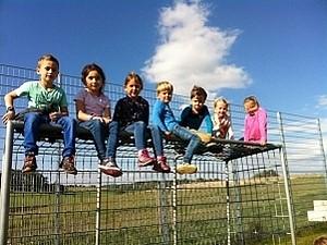Schüler klettern