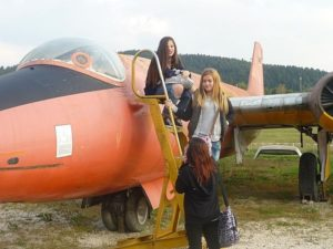 Schüler im Flugzeug