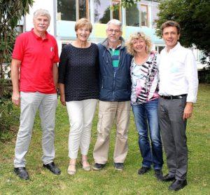 Das Foto (kws) zeigt von links die Jubilare Ekkehard Riedmüller, Martha Kipp, Hans-Jürgen Ramm und Gabi Fuchs-Eichin mit Rektor Willy Schmidt