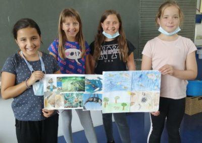 4 engagierte Schülerinnen der Klasse 3b klären über die negativen Folgen von Plastikmüll auf