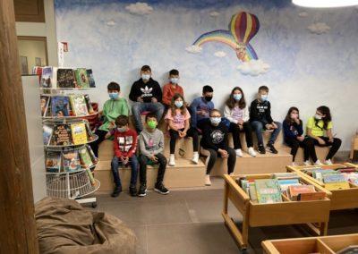 Foto der 5. Klasse in der Stadtbücherei Rottweil